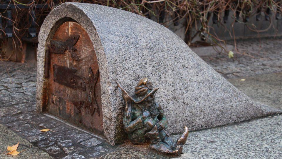 Bronzových trpaslíků jsou ve Wroclawi stovky