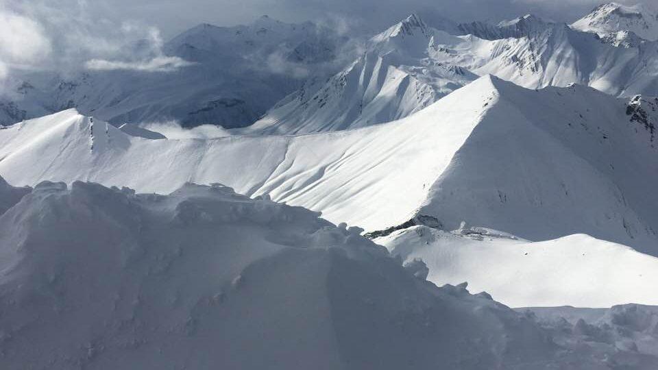 Kavkazské svahy v okolí zimního střediska Gudauri