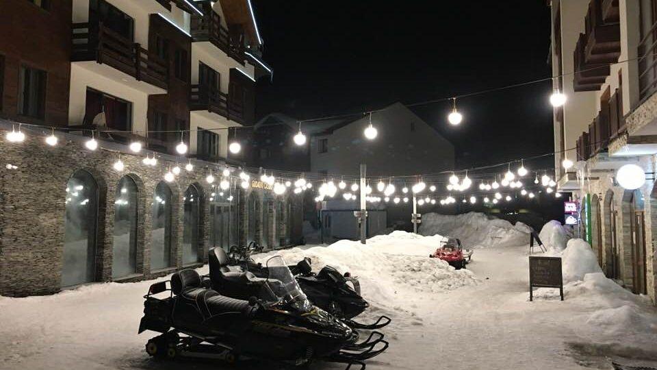 Zimní středisko Gudauri má atmosféru, která může být pro lyžaře zvyklého na alpský stereotyp příjemným osvěžením