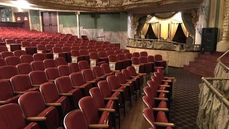 Nejen hlediště Misherova divadla za současnou podobu vcěčí obětavosti místních obyvatel
