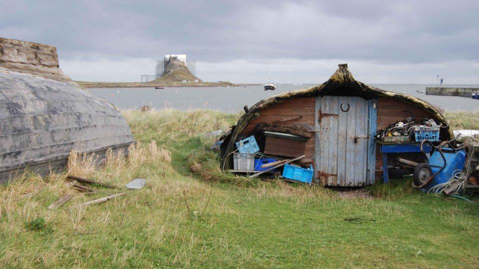 Přílivový ostrov Lindisfarne leží na severovýchodě Anglie