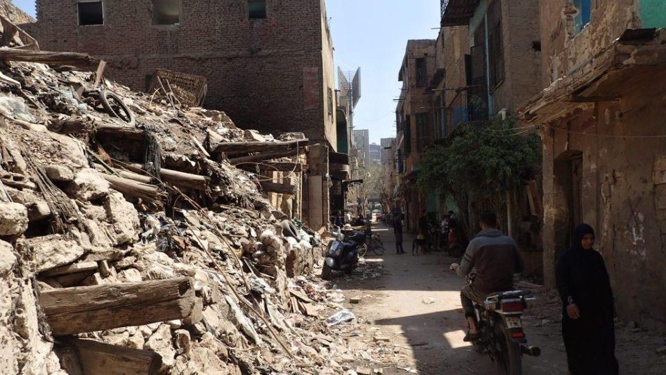 Některé domy už jsou v troskách, na další přijde řada co nevidět