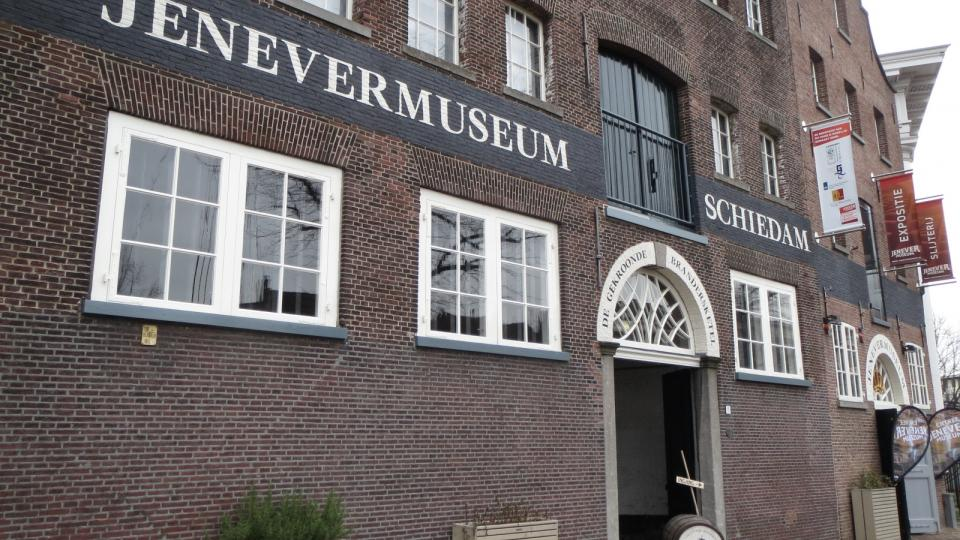 Schiedamské muzeum jeneveru sídlí v cihlové budově bývalé palírny