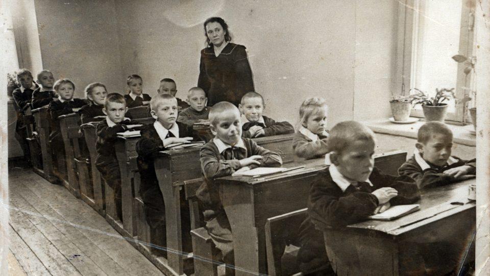 Archivní snímek ze školy v Českém domě v obci Lobanovo