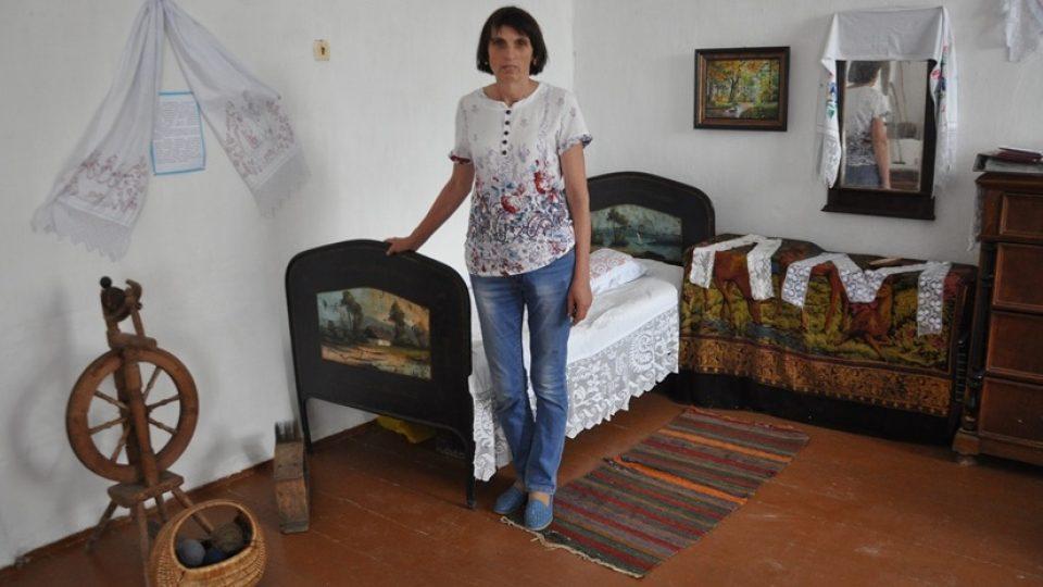 Ludmila Prochazková v muzeu v Českém domě obce Lobanovo