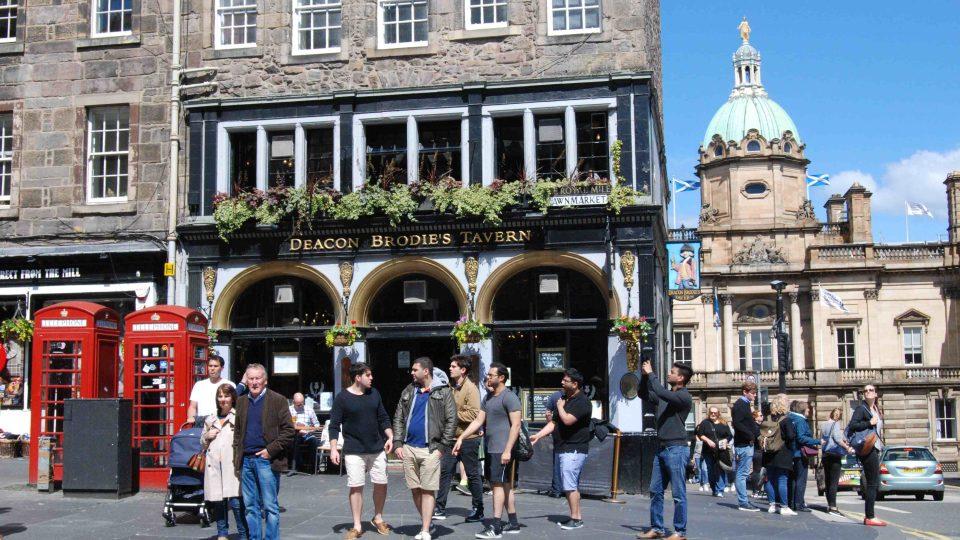 Centrum skotského Edinburghu