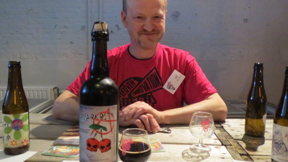 Jef Goetelen je na své anarchistické třešňové pivo náležitě hrdý