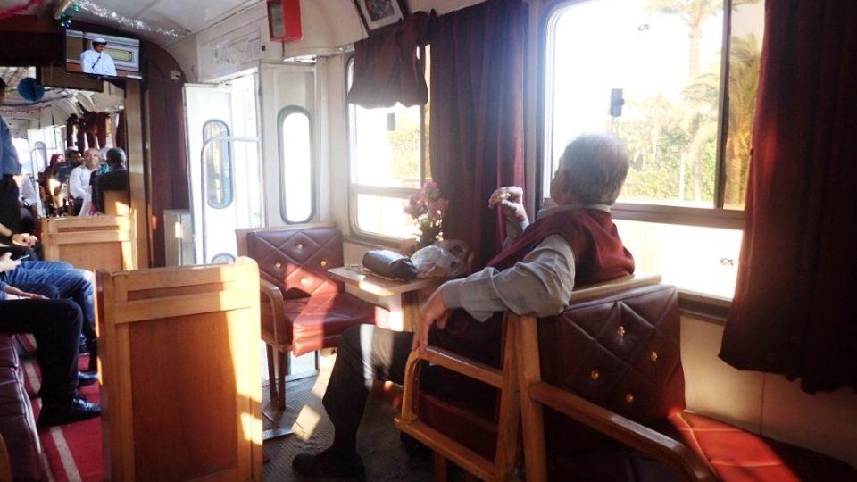 Starším cestujícím připomíná jízda historickou tramvají staré časy