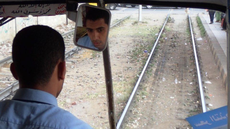 Ahmad pracuje jako průvodčí tři roky