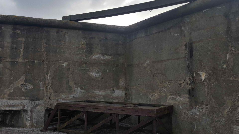 Na šibenici v pevnosti Breendonk skončili svůj život stovky vězňů