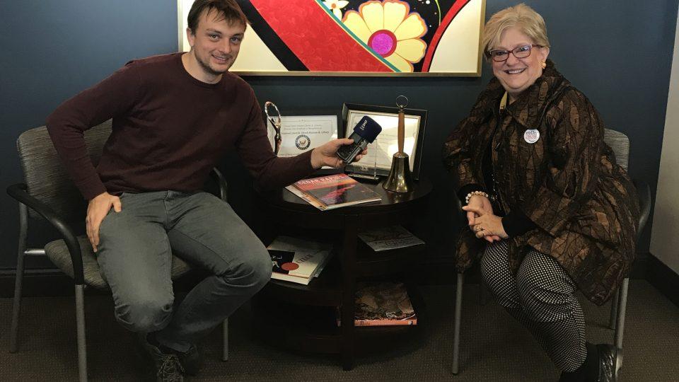 Jan Kaliba během rozhovoru s ředitelkou Národního českého a slovenského muzea v Iowě Cecilií Rokusekovou