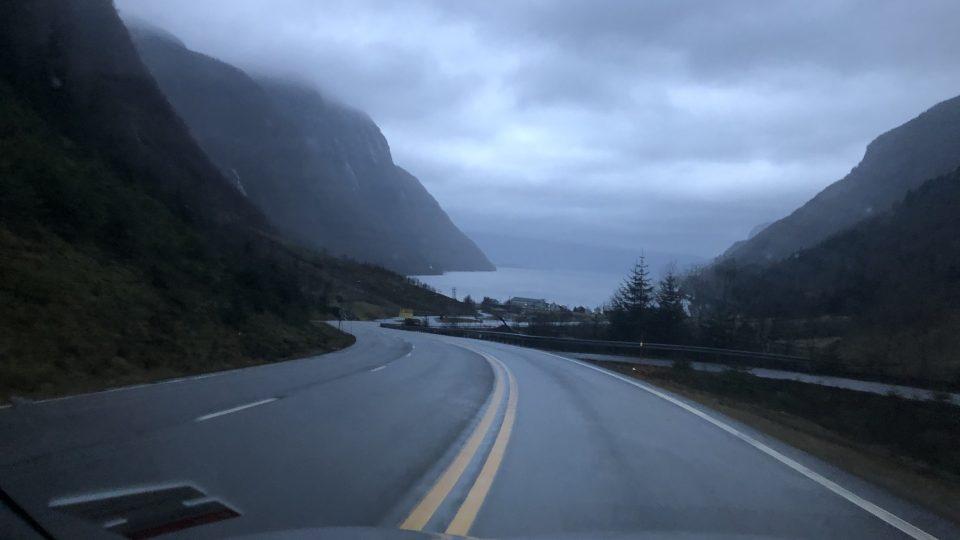 Přes tisíc kilometrů dlouhá cesta z Trondheimu do Kristiansandu teď autem trvá 21 hodin