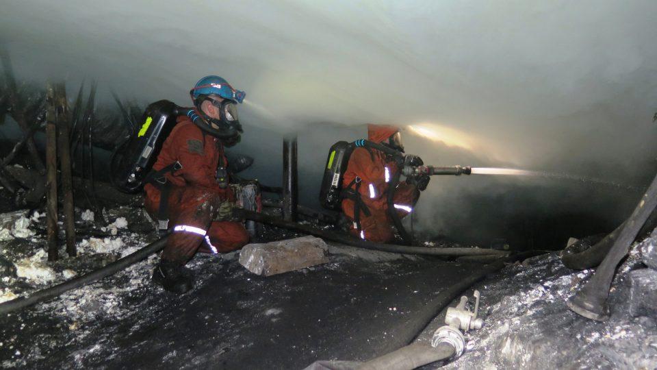 Při reálných zásazích musí být záchranáři připraveni vyrazit do míst, kde se jen pár minut předtím stalo něco neočekávaného, například otřes, který se může opakovat