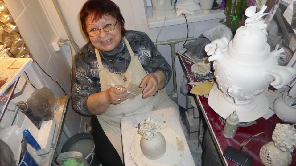 Paní Ina si stýská, že problém je s novou mladou generací, která by řemeslo převzala. Zájemci sice jsou, ale školství bohužel nevychovává příliš dobré specialisty