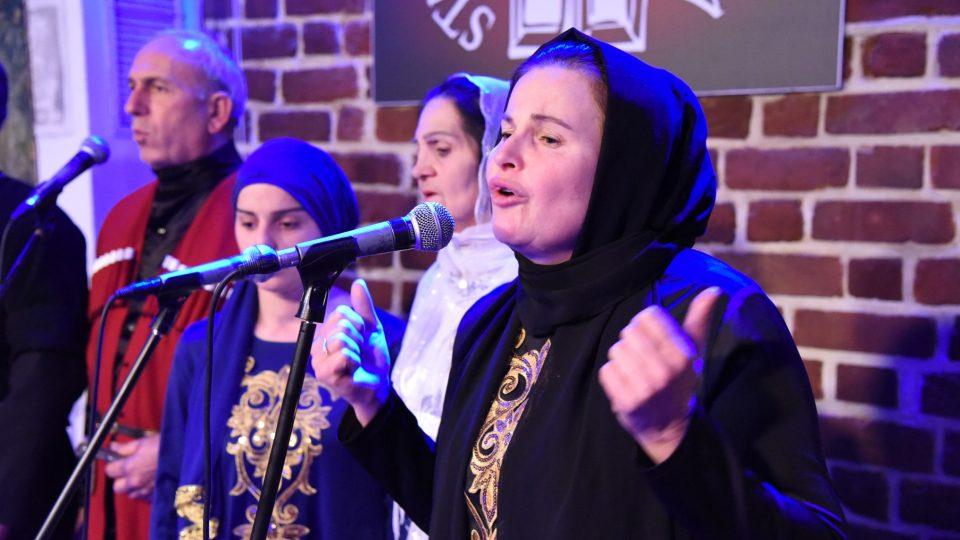 Leila je v Polsku hlavní hvězdou souboru Pankisi Ensemble. Proslavila ji kniha polského novináře Wojciecha Jagielskiho