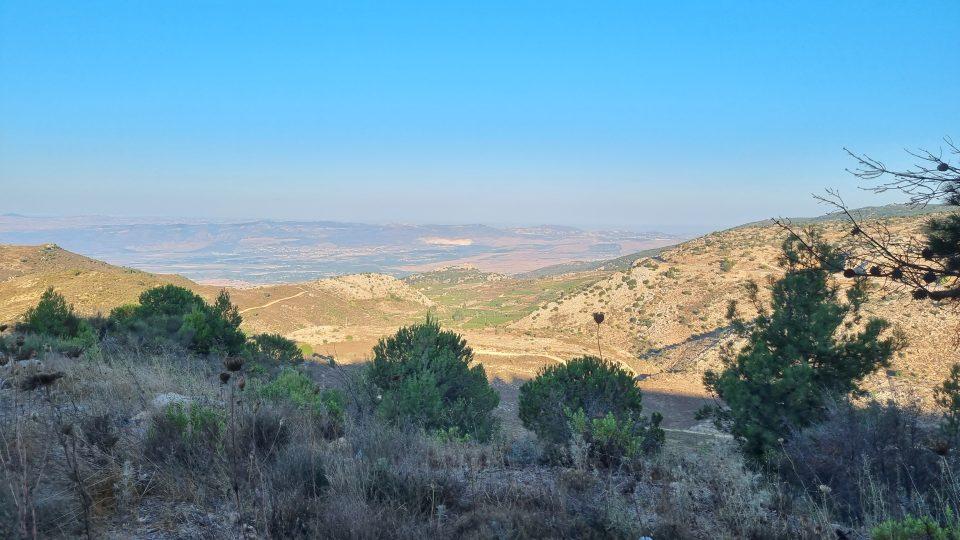 Jsou odtud vidět i Golanské výšiny a jejich syrská a i dnes už izraelská část