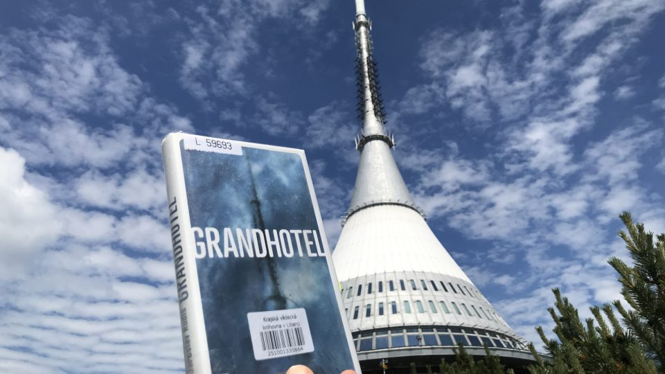 Dějištěm Rudišova románu Grandhotel se stal horský hotel Ještěd