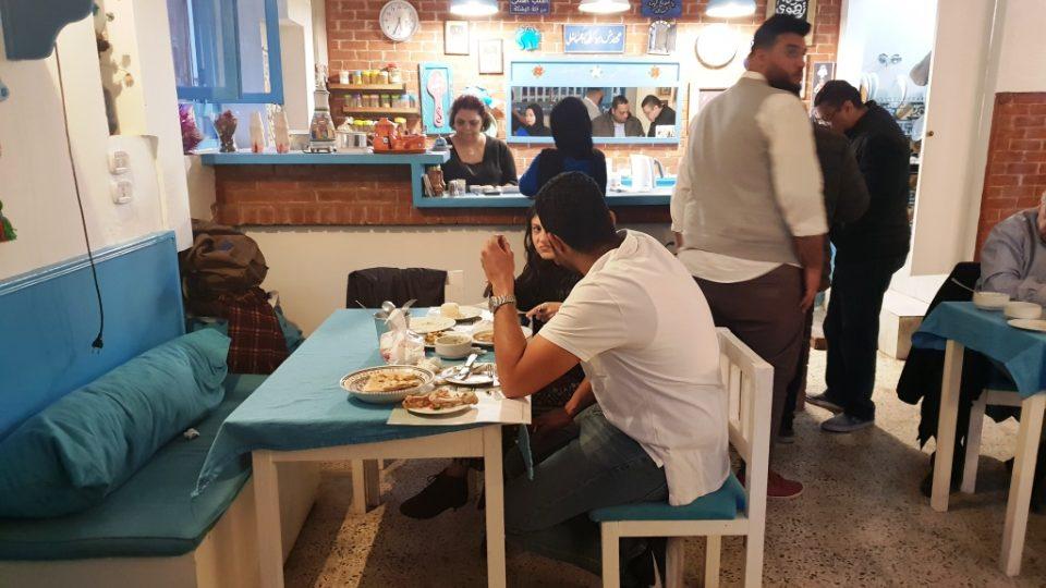 V restauraci paní Somajji vládne přísný režim, ale i domácí atmosféra