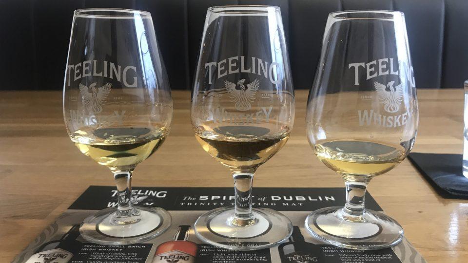 Whisky se degustuje ve vysokých sklenicích, aby mohla rozvinout svoji vůni