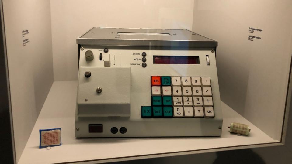 Sprach-Morse-Generator bylo digitální zařízení, kam se ručně vyťukala zpráva a ta se pak sama nahrála