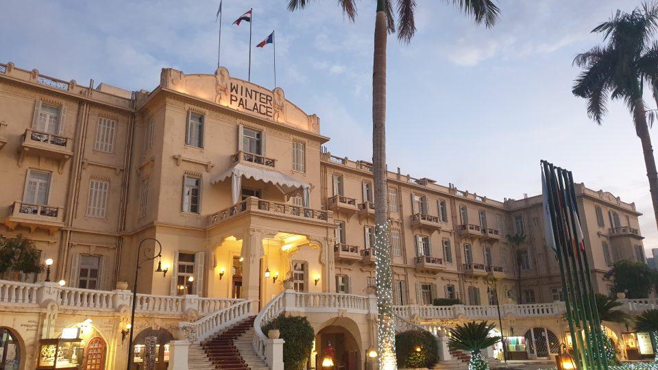 Zimním paláci psala Agatha Christie svou Smrt na Nilu a natáčela se tam i jeho filmová podoba s Davidem Suchet