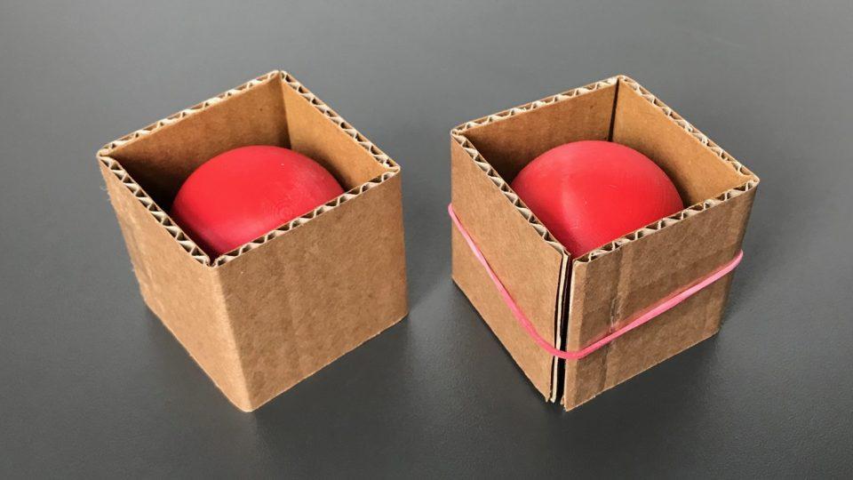 Krabička svými rozměry sedí přesně na menší kuličku, větší je do ní potřeba zatlačit. A na stejném principu fungují molekuly, které vyvinul tým Miloslava Poláška