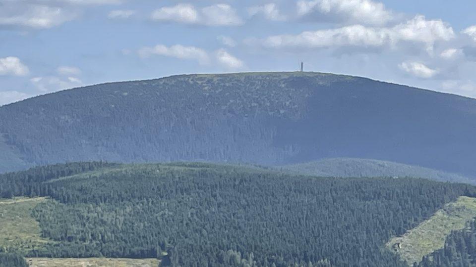 Na vrcholu Králického sněžníku je vidět rozhledna
