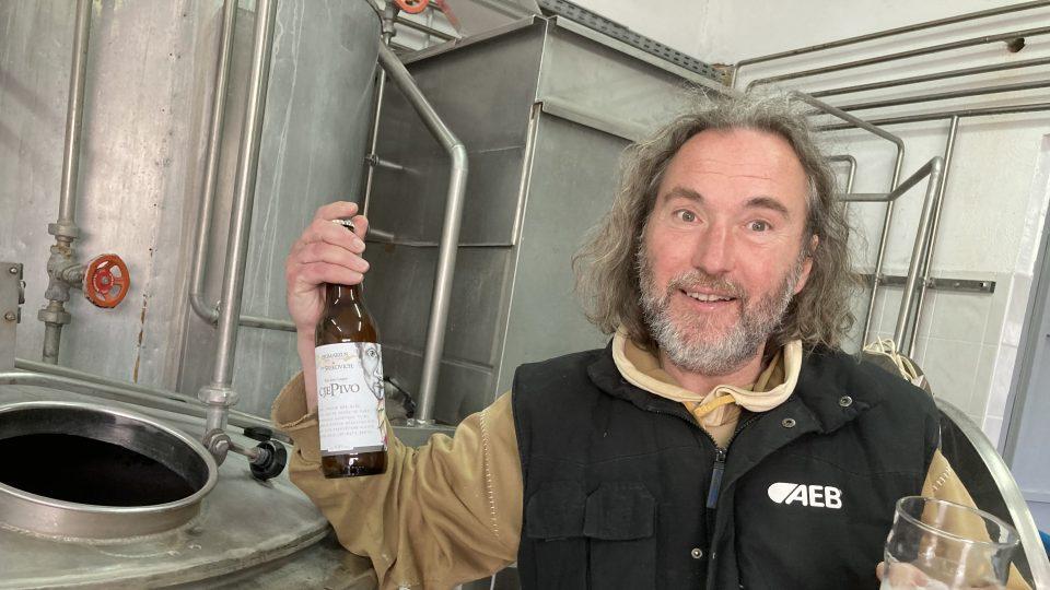 Pan Mario, který se rozhodl postavit si vlastní pivovar, je původním povoláním designér