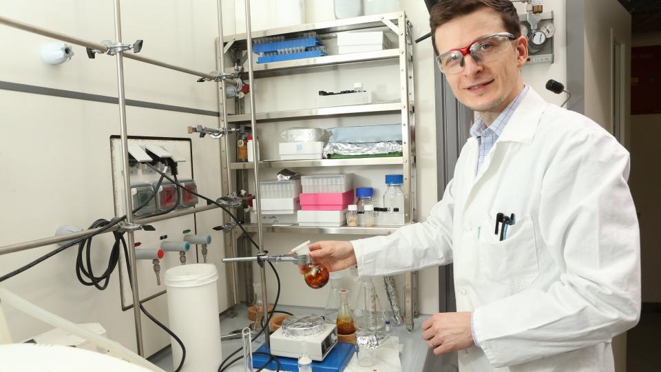 Dr. Miloslav Polášek, vedoucí skupiny cíleného výzkumu Koordinační chemie na Ústavu organické chemie a biochemie AV ČR