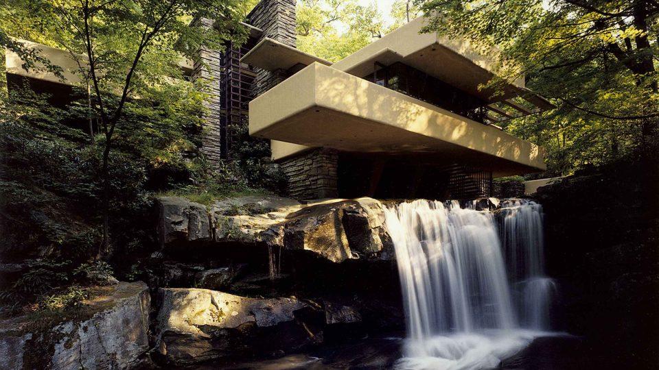 Vila Fallingwater architekta Franka Lloyda Wrighta v Pensylvánii