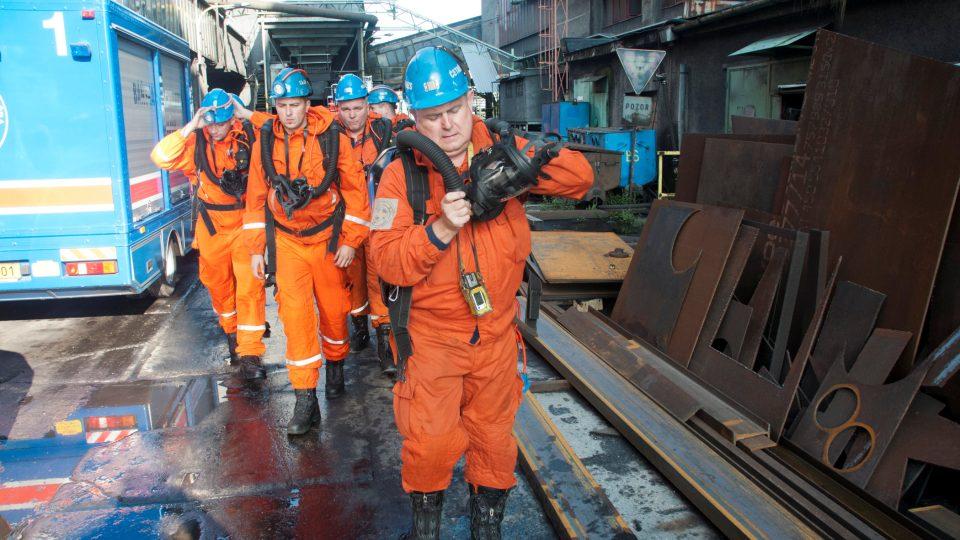 Báňští záchranáři musí být schopni pomoci na jakémkoliv místě dolu a u horníků v nesnázích jsou jako první