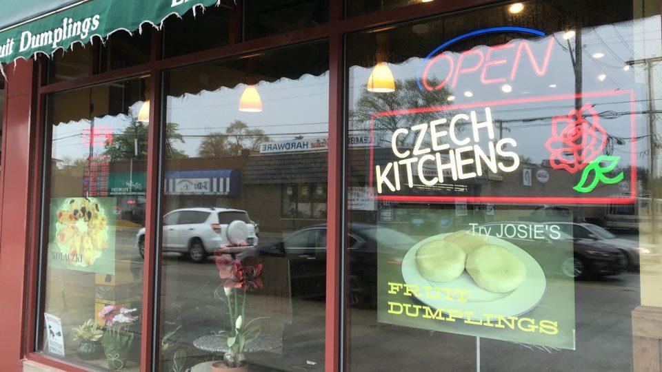 Josiina knedlíkárna je poslední stále ještě fungující výrobnou českých knedlíků v Chicagu