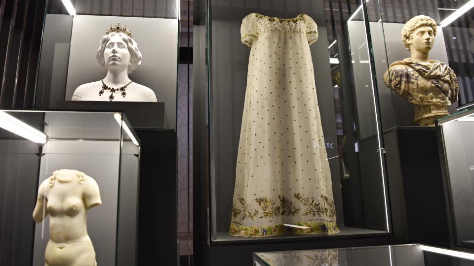 Dosud nevystavené svatební šaty Napoelonovy manželky Marie Louisy