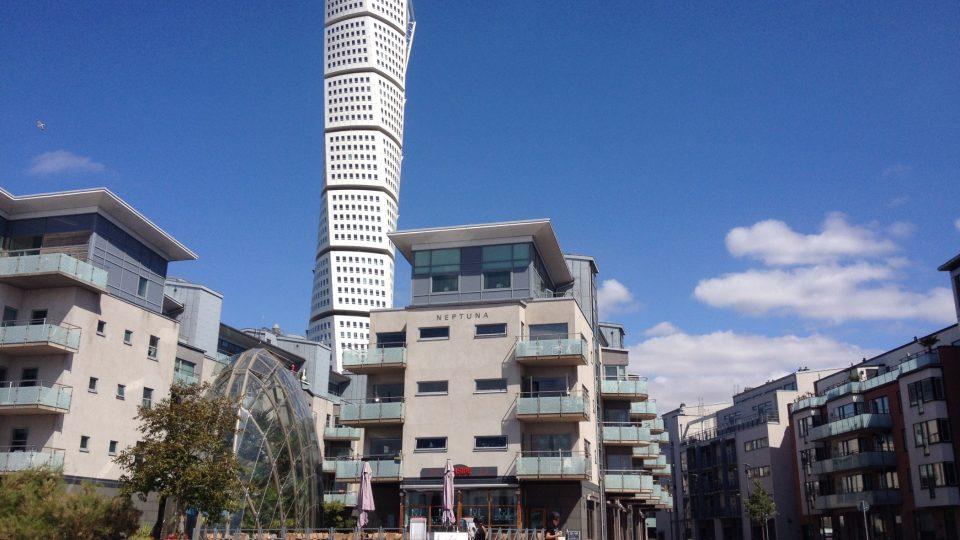 Mrakodrap Turning Torso vznikl na základě sochy španělského architekta Santiaga Calatravy a už od začátku slouží jako bytový dům.