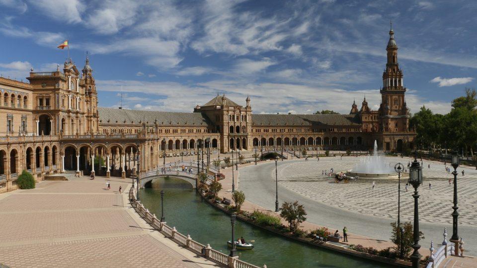 architecture-town-palace-cityscape-plaza-landmark-915163-pxhere.com_.jpg