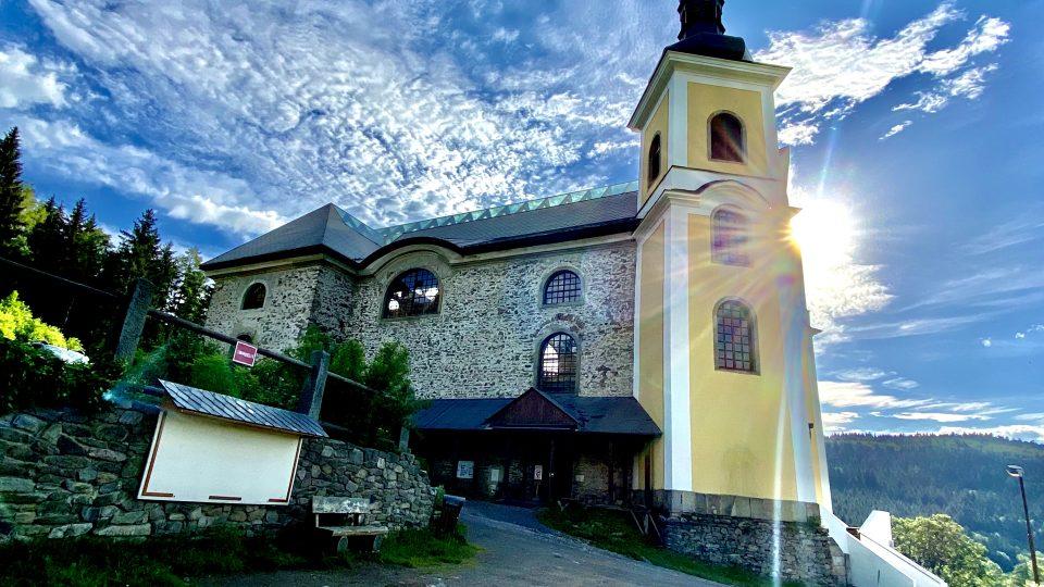 Kostel je dominantou celé obce