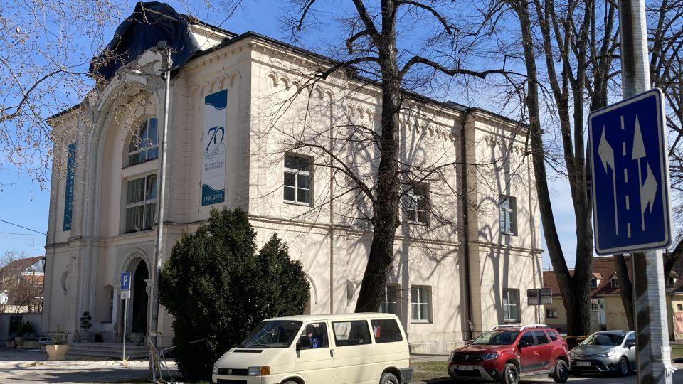 Na obnovu zemětřesením poničené hudební školy Frana Lhotky přispívají různé hudební soubory a spolky v Chorvatsku