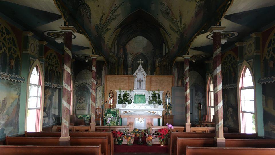 Vnitřek malého kostela ve městě Honaunau