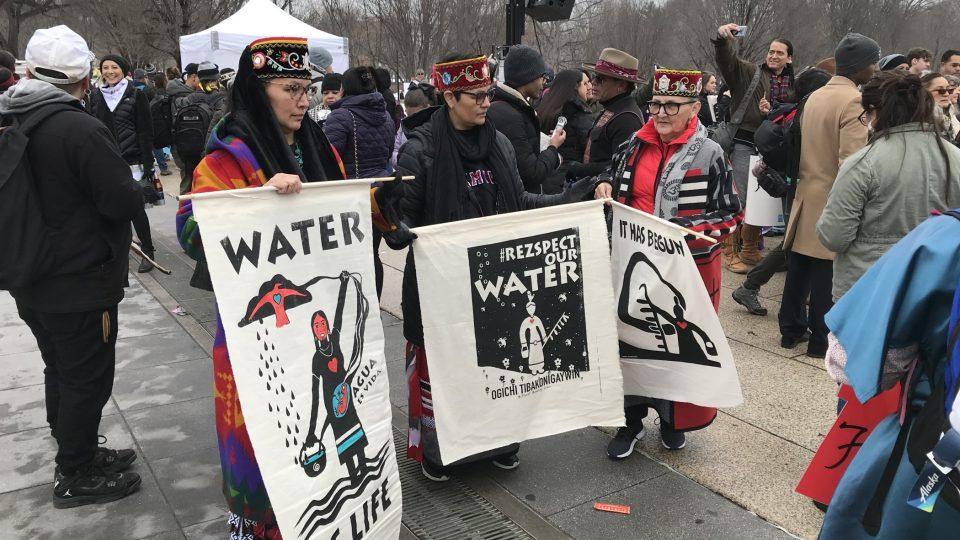 Novodobí kolonizátoři podle indiánů ohrožují i nejdůležitější zdroj pitné vody v Severní Americe