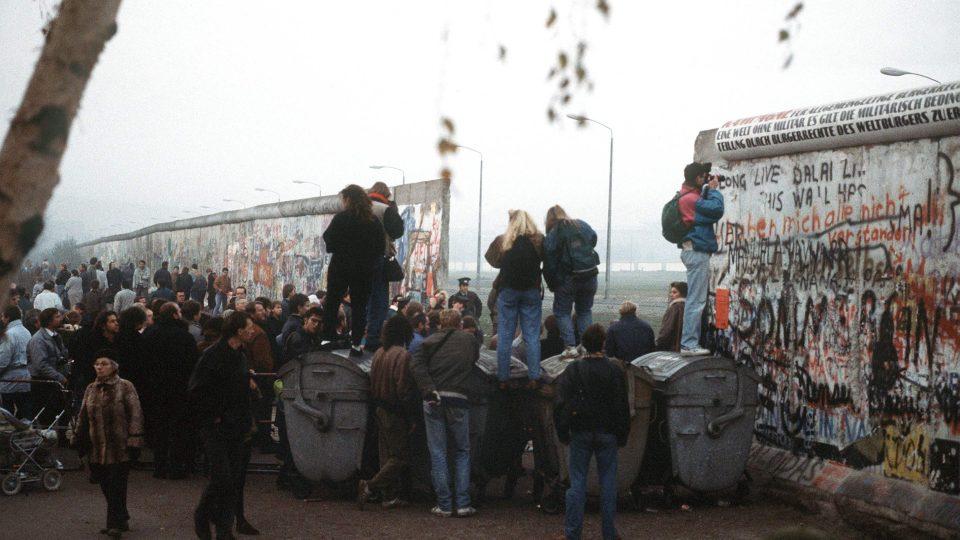 Berlínská zeď na Postupimském náměstí v Berlíně v listopadu 1989