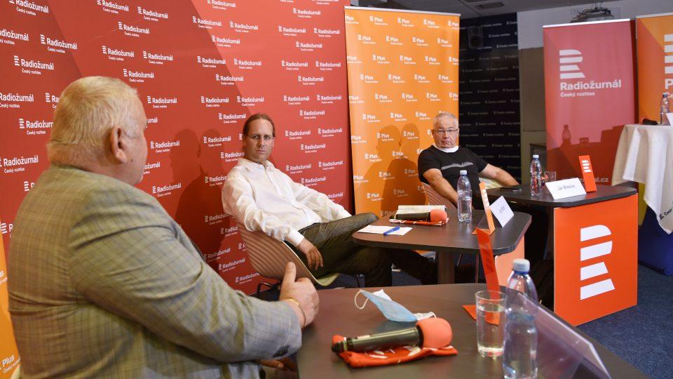 Předvolební debata s Janem Březinou (nestraník za KDU-ČSL), Milošem Peterou, náměstkem hejtmanky (ČSSD) a ústavním právníkem Janem Wintrem