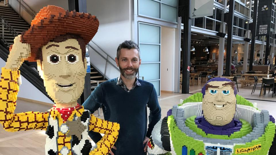 Zleva: šerif Woody Chris Wiggum a Buzz rakeťák