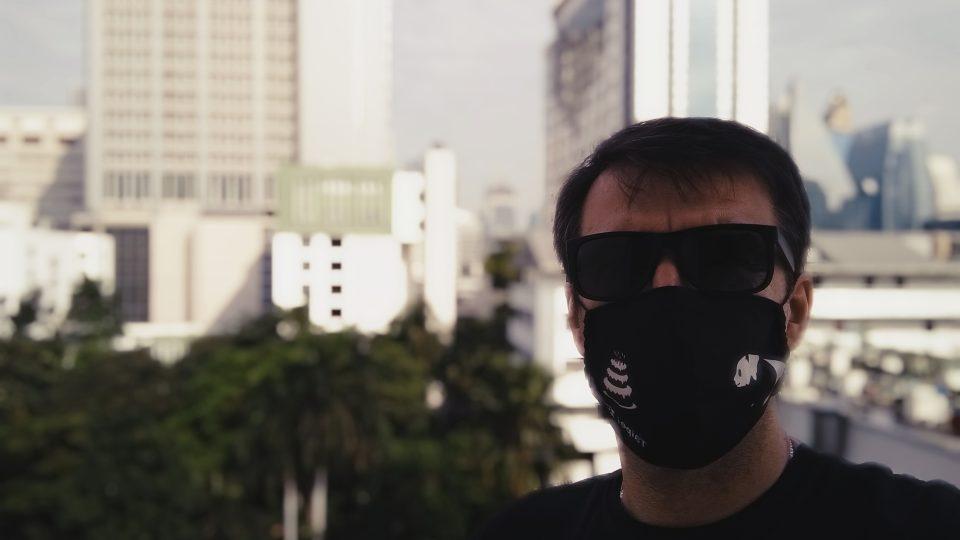 Už jsem zažil v asijských velkoměstech lepší časy, než s ochrannou rouškou