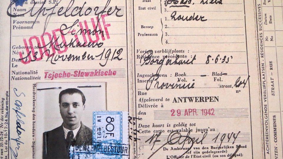 Průkaz Simona Apfeldorfera, který pocházel z Mukačeva. Při deportaci se mu podařilo vyskočit z vlaku, nacisté ho ale chytili. Podruhé odjel s transportem číslo 24 do Osvětimi.