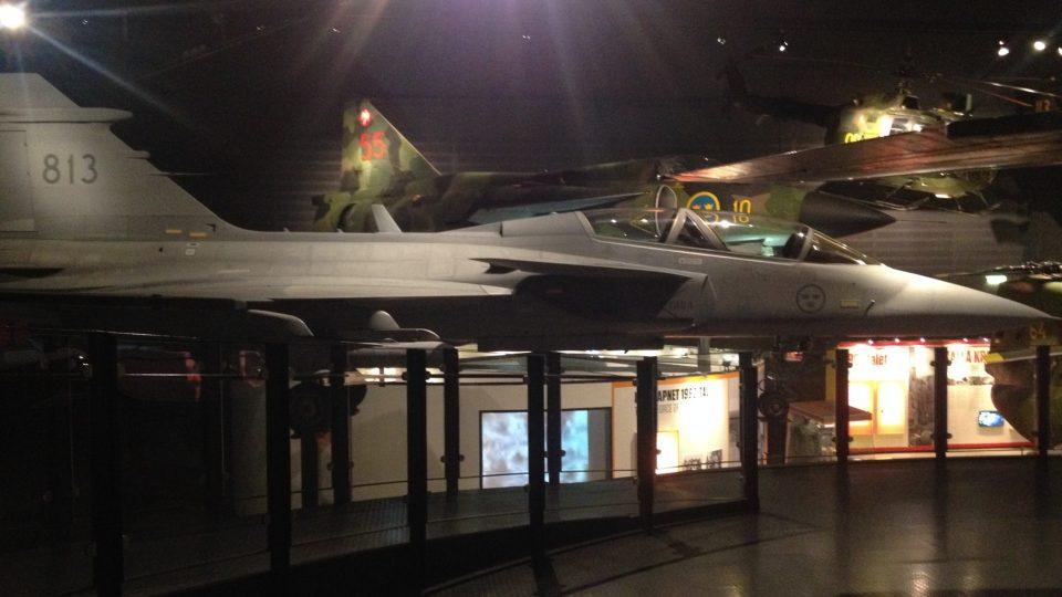 Letouny JAS-39 Gripen, které má pronajaté i česká armáda, vyrábí švédská firma Saab.