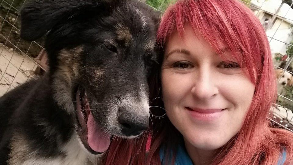 Když se Markéta Mavropoulou na Korfu přestěhovala, netušila, že jejím osudem se stanou toulaví psi