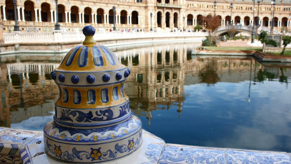 architecture-palace-tourism-creativecommons-mirror-stock-338153-pxhere.com_.jpg