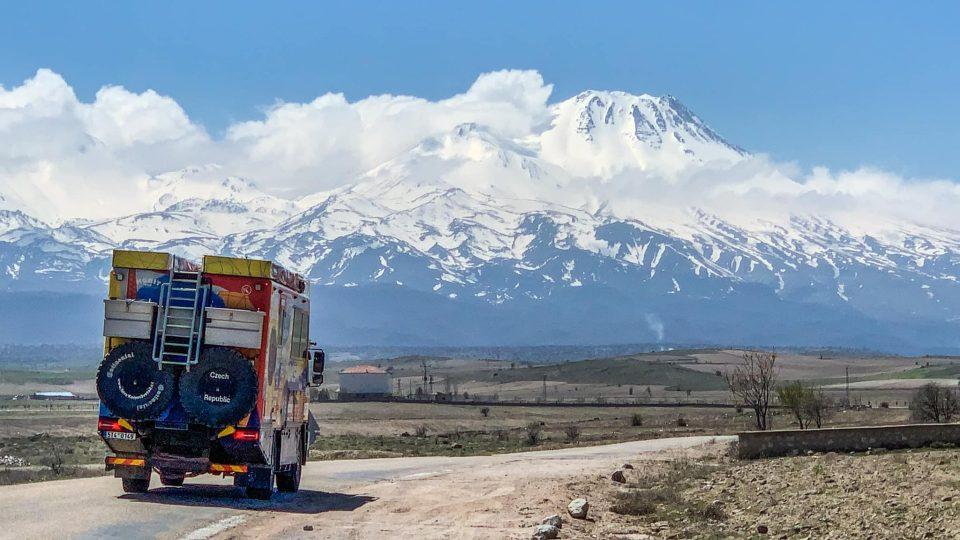 Expedice Tatra kolem světa 2 dorazila do turecké Kappadokie