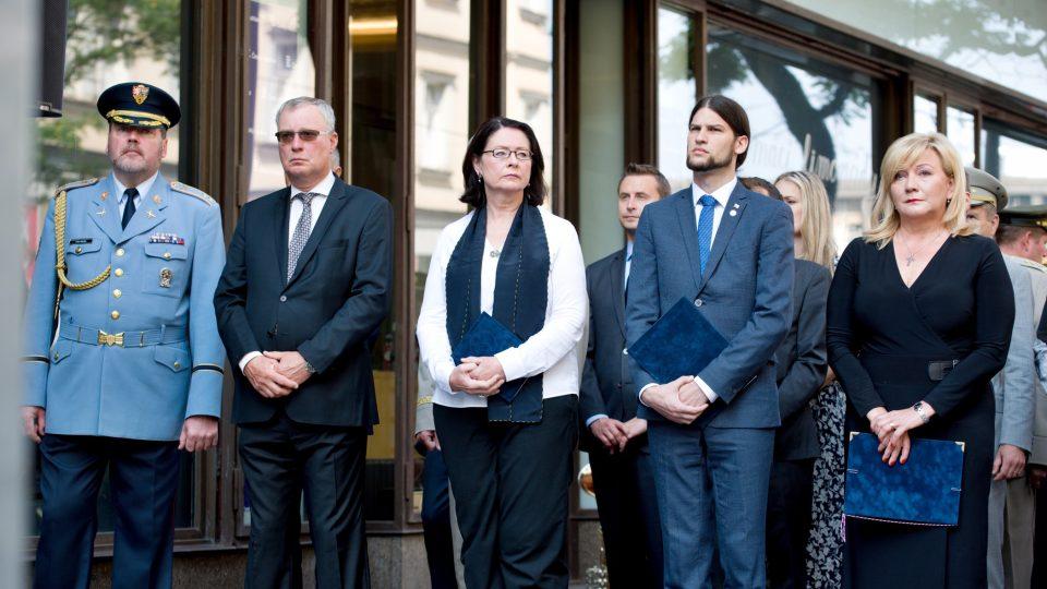 Na vzpomínkové akci k připomenutí památky obětí invaze vojsk Varšavské smlouvy promluvila i senátorka Miroslava Němcová (ODS) nebo ministryně financí Alena Schillerová (za ANO)