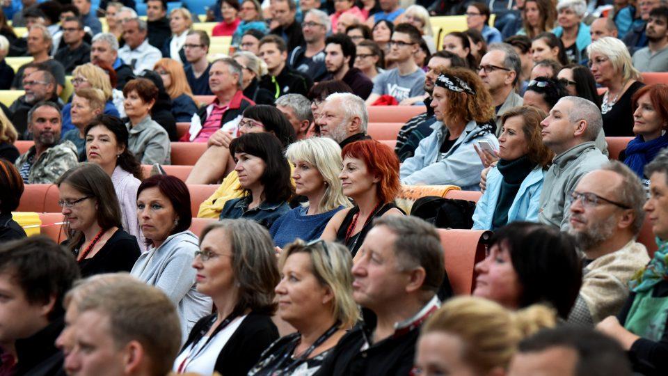 Publikum na koncertu Vladimíra Mišíka